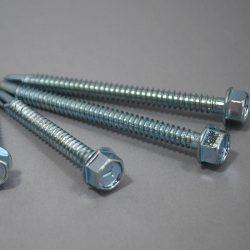 Csavarok polikarbonát fémszerkezetre szereléséhez 6,3/32mm, önfúró (vízzáró alátét külön)